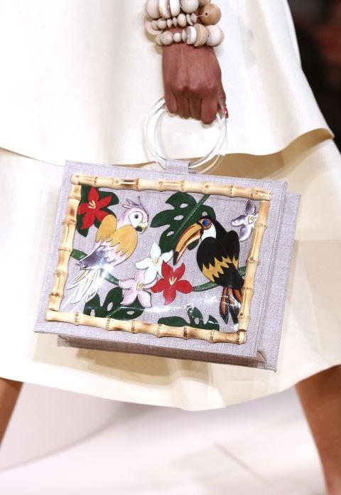 Модные сумки: Кожа спринтомв виде кожи животных