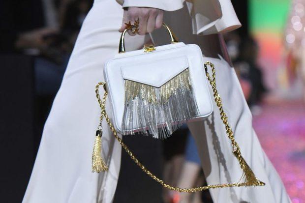 белая сумочка с золотой ручкой