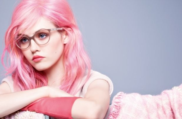 Модный розовый оттенок волос