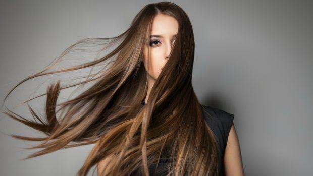 Модный каштановый оттенок волос