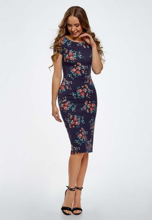 Модный абстрактный цветочныйпринтв одежде