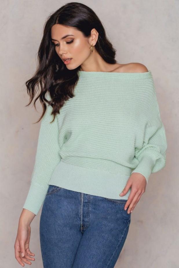 Модные свитера с акцентом на плечи осень-зима 2018 2019 женские фото