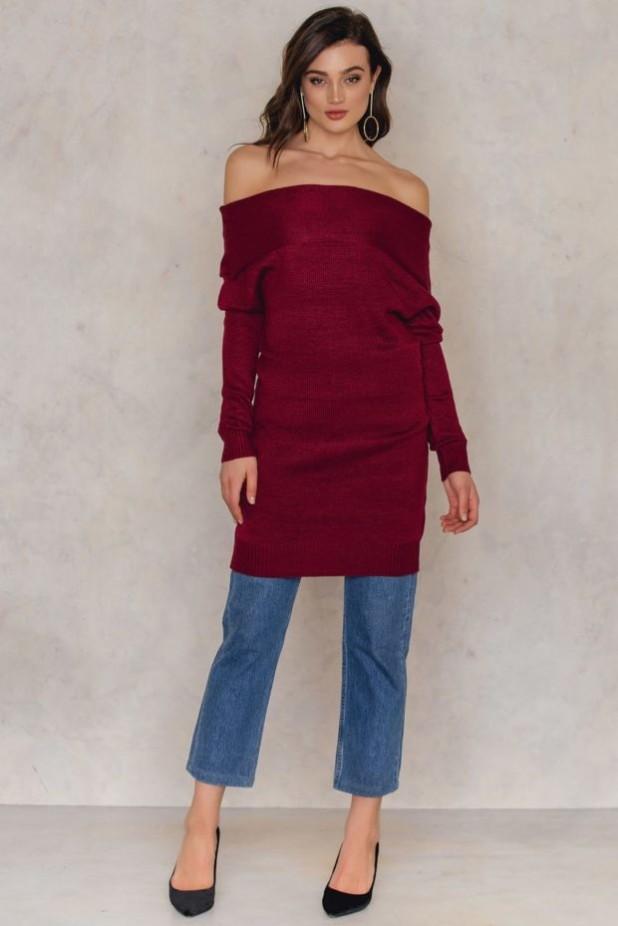 женский вязанный свитер с открытыми плечами