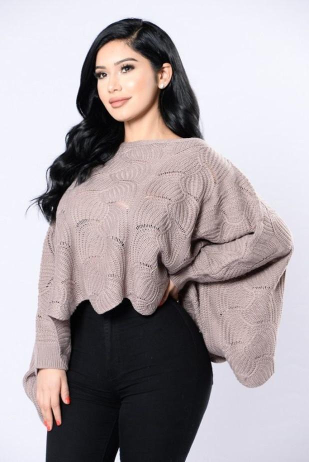 женский свитер с широкими рукавами