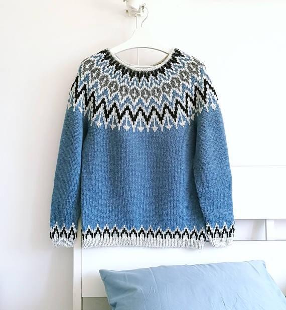 красивый свитер с принтом
