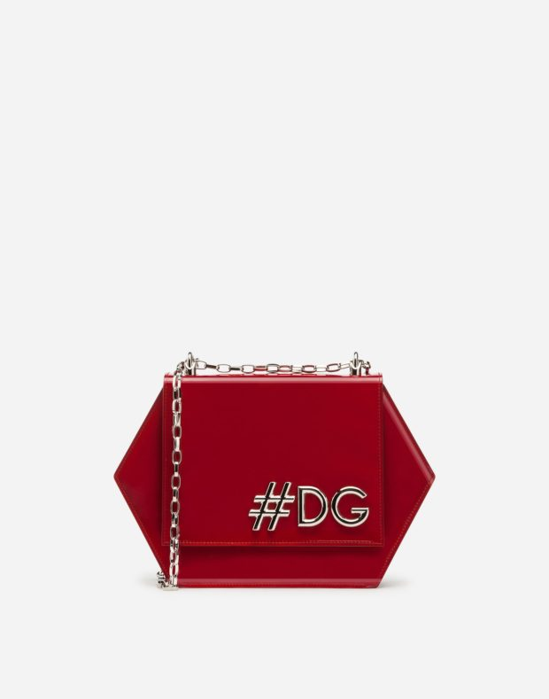 красная сумка в виде ромба