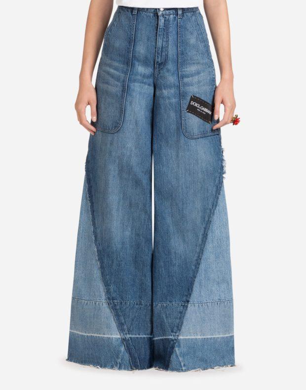 женские джинсы 2021-2022 года: широкие синие