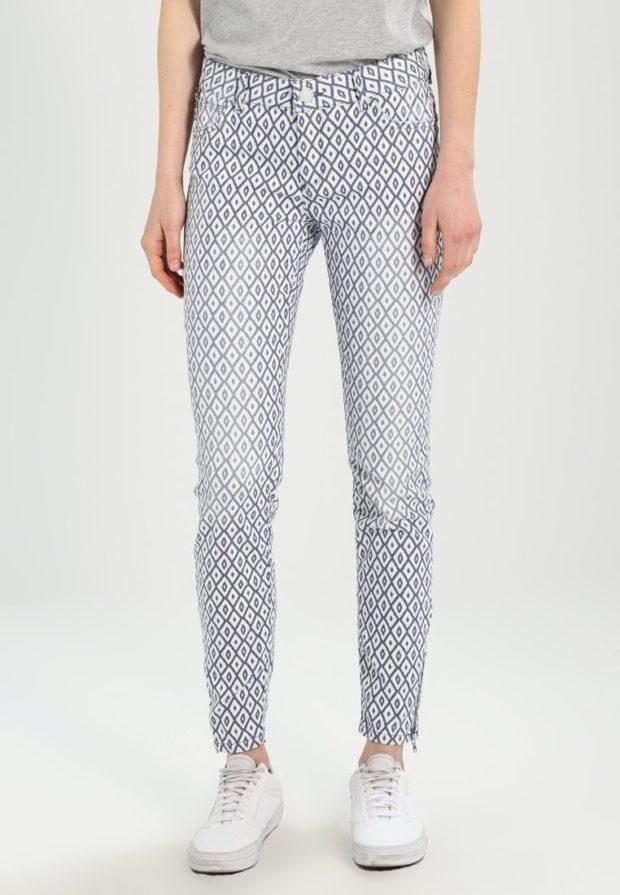 женские джинсы серые с узором