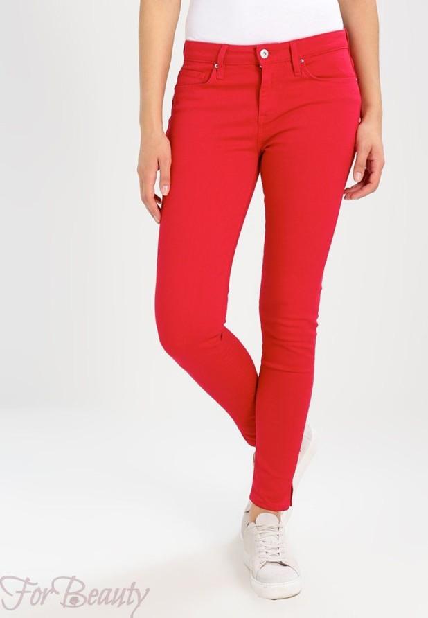 Модные красные женские джинсы 2018 года