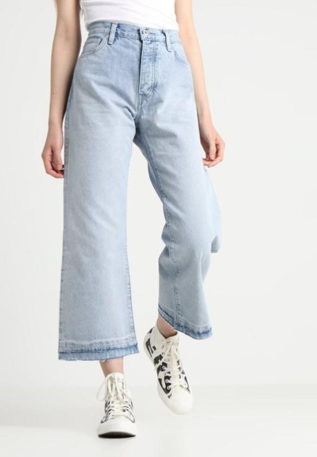 модные женские джинсы: клёш синие укороченные