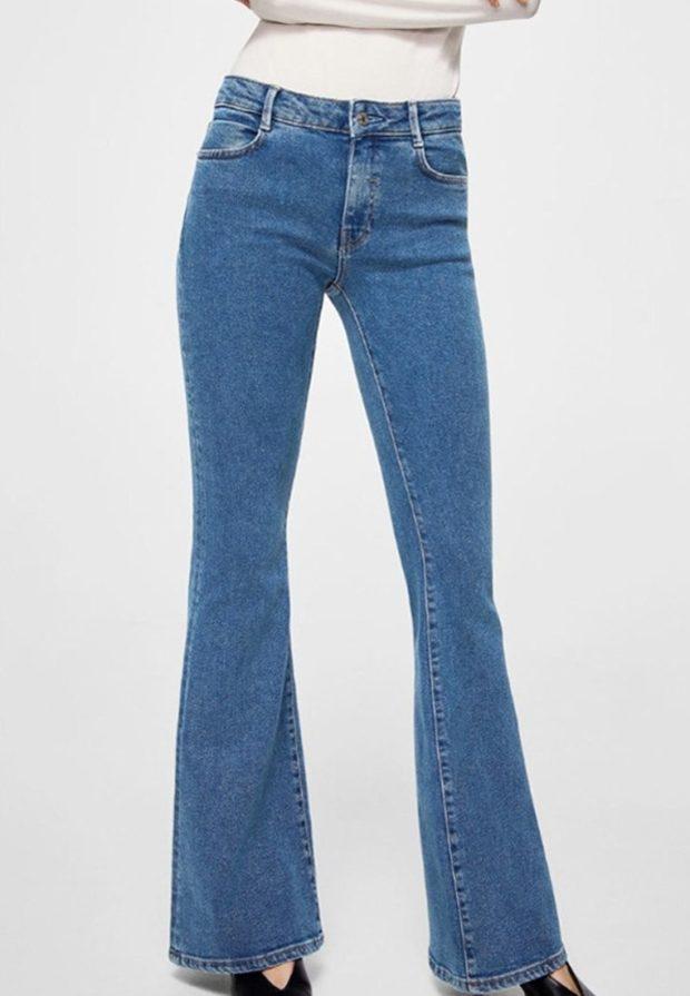 модные женские джинсы: клёш синие