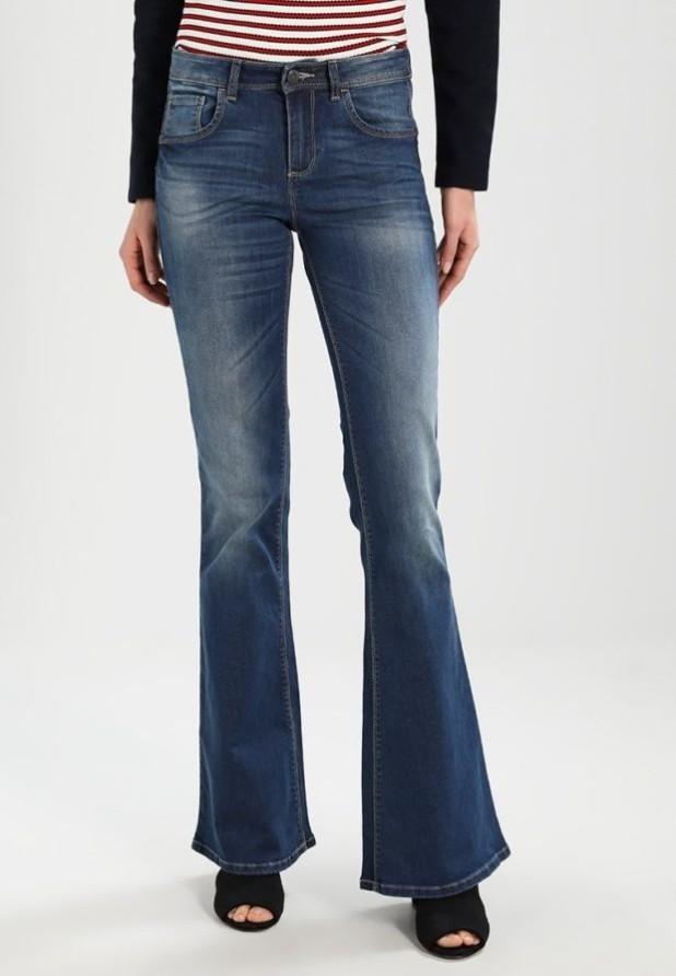 модные женские джинсы: клёш узкие