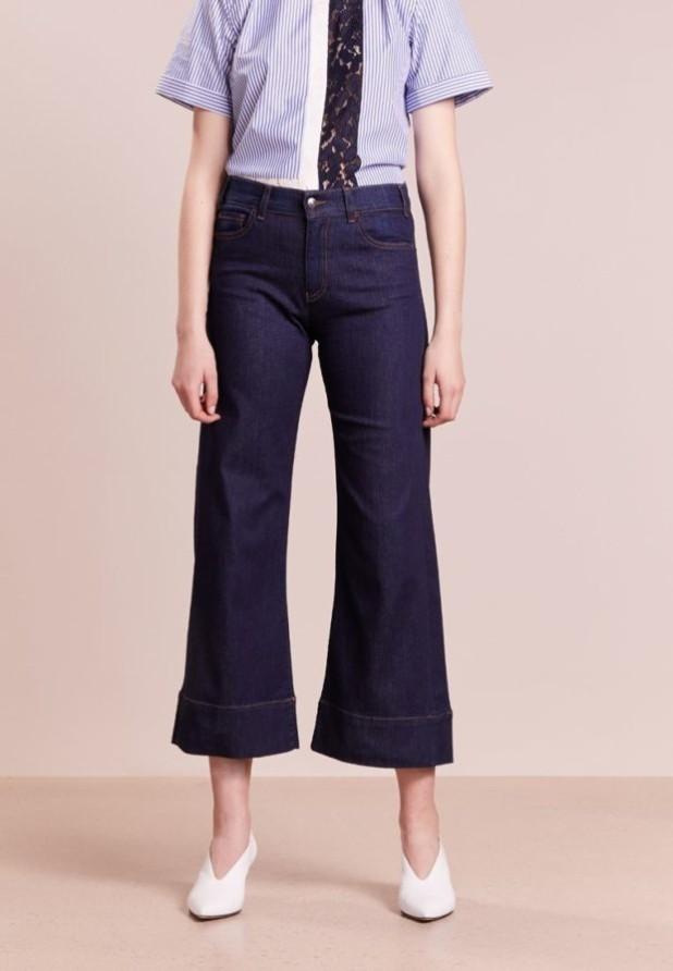 модные женские джинсы: клёш с подворотом