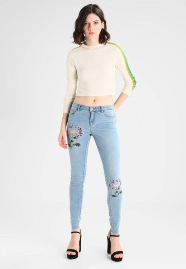 модные женские джинсы скинни с принтом