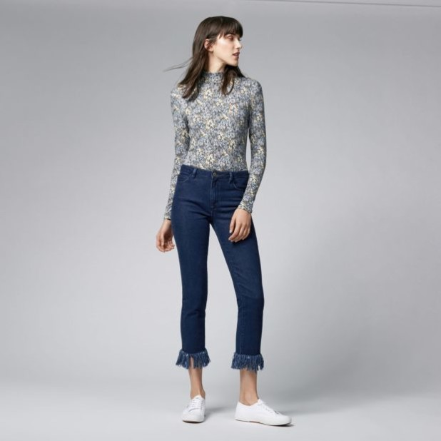 джинсы с бахромой темно-синие