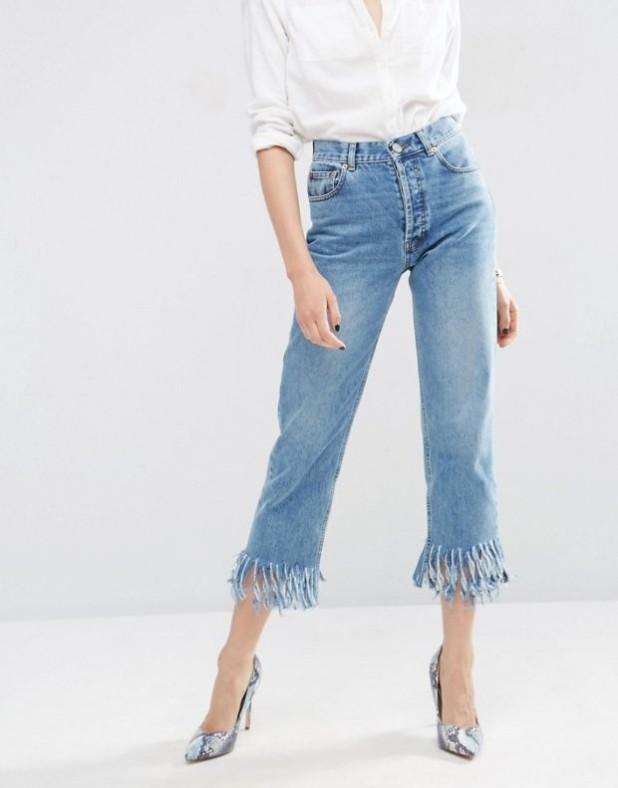 джинсы с бахромой короткие