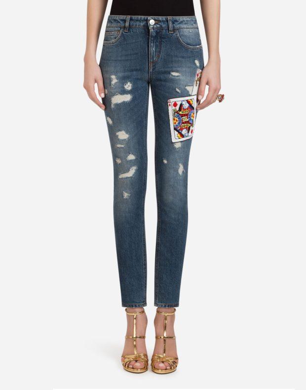 женские джинсы 2019-2020: синие рваные