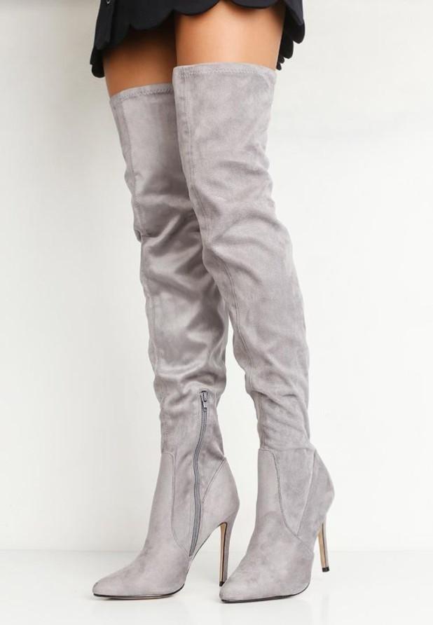 светло-серые ботфорты на шпильке и молнии