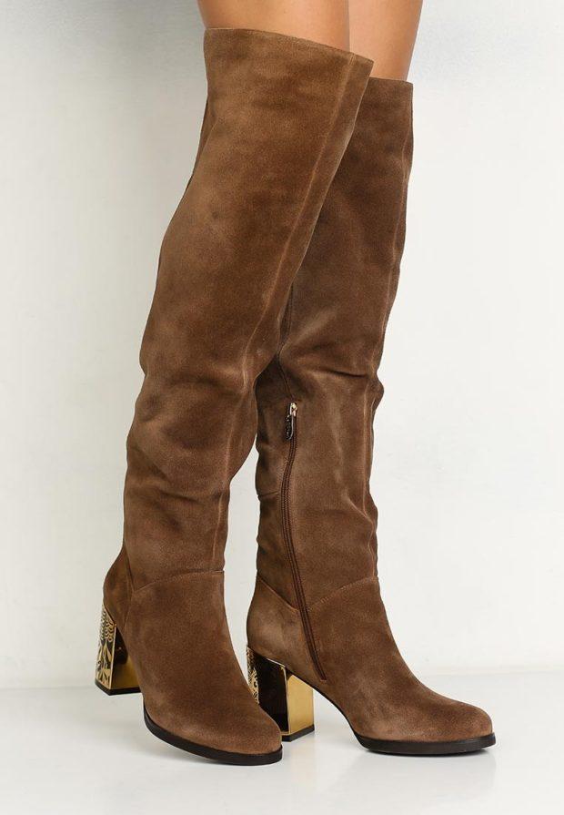 коричневые ботфорты золотой каблук