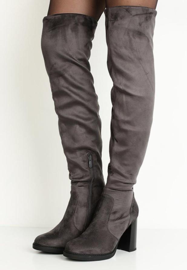 серые ботфорты на толстом каблуке