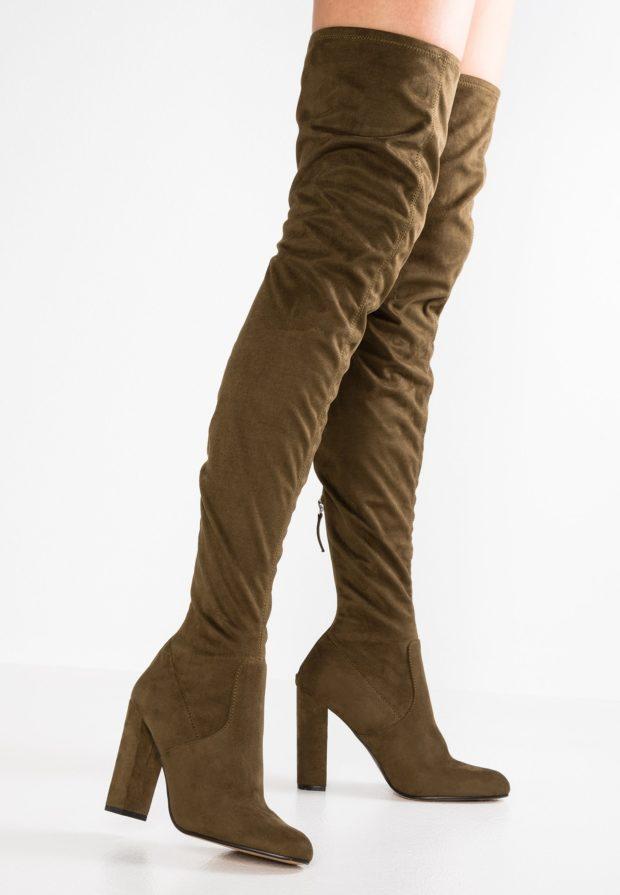Модные коричневые сапоги на каблуке