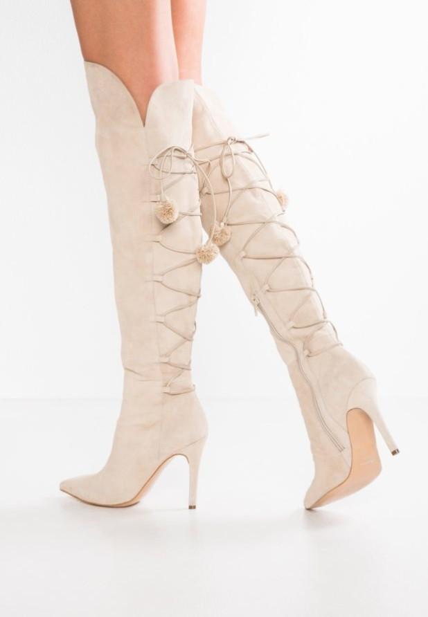Модные розовые сапоги на каблуке