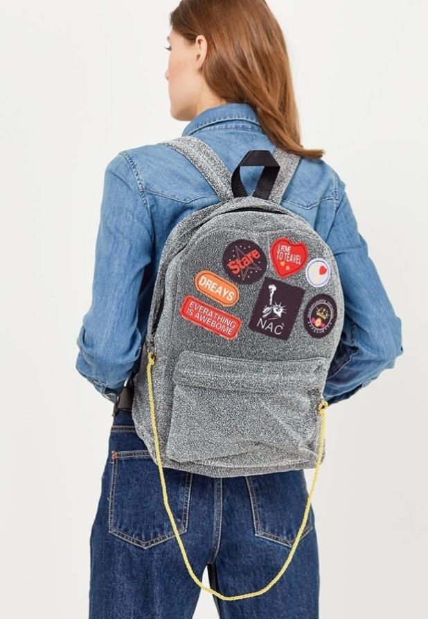 Модные женские сумки: серый рюкзак