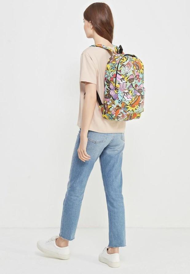 Модные женские сумки: цветастый рюкзак