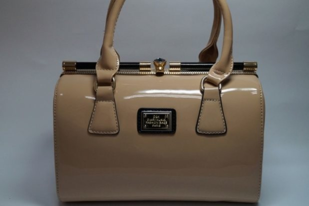 Модные женские сумки: бежевая саквояж