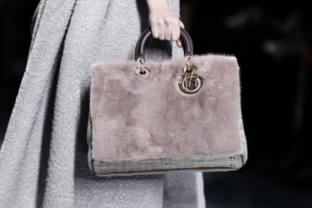 Модная женская сумка из меха
