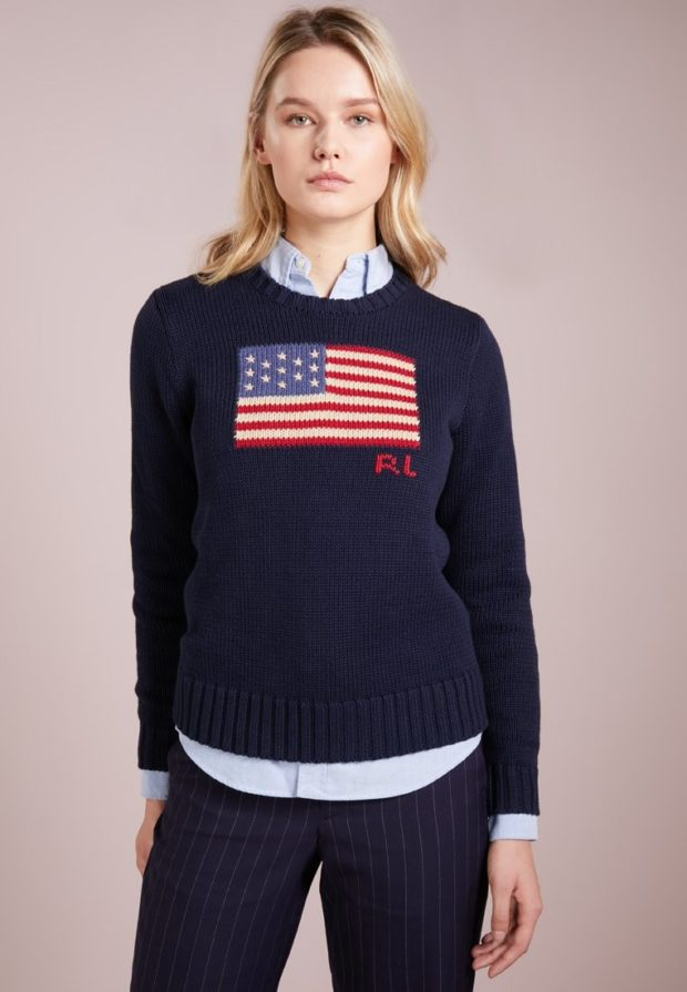 модные свитера осень 2019-2020: темно-синий с принтом