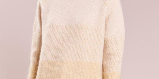Модные женские свитера осень зима 2020-2021: фото