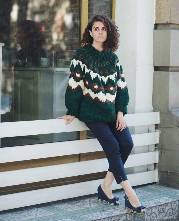 модные свитера осень зима 2019-2020 фото: зеленый мешковатый