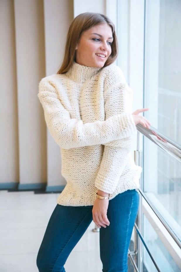 модные свитера осень зима 2018 2019 фото: белый мешковатый