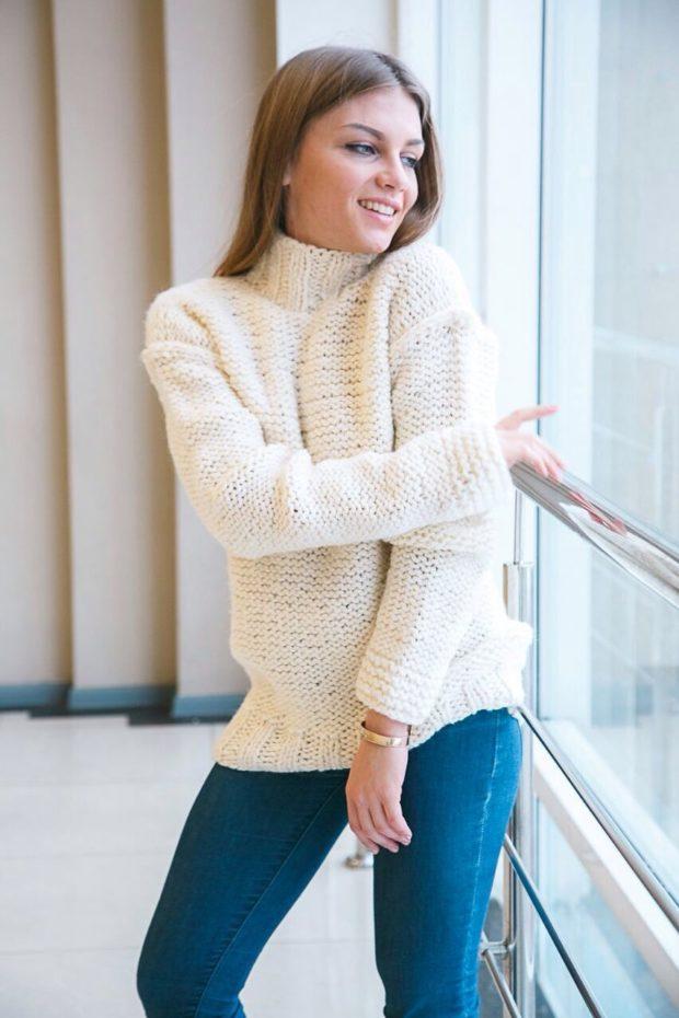 модные свитера осень зима 2019-2020 фото: белый мешковатый