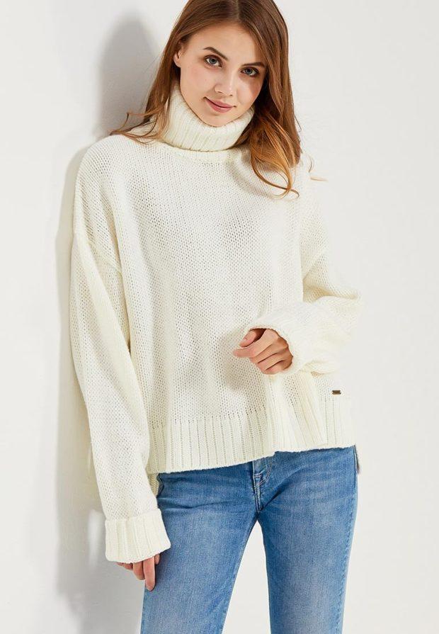 Модный белый свитер с высоким воротом осень-зима 2019-2020