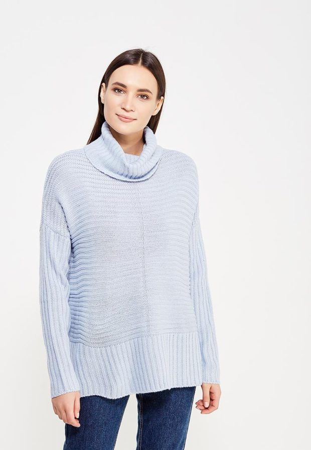 Модный голубой свитер с высоким воротом осень-зима 2019-2020