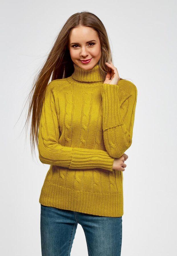 Модный зеленый свитер с высоким воротом осень-зима 2019-2020