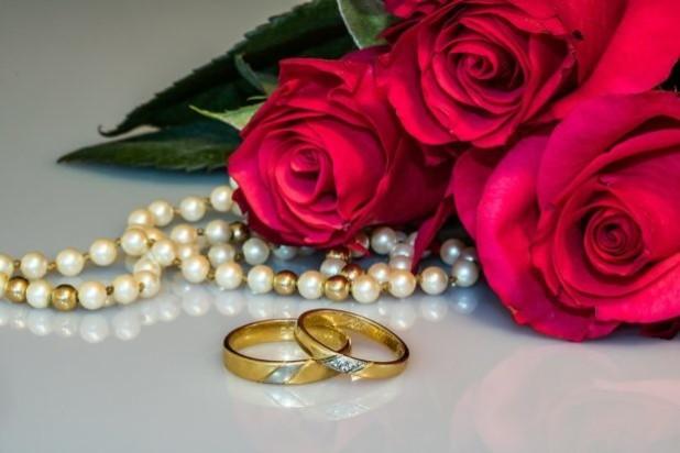 разные обручальные кольца для молодоженов