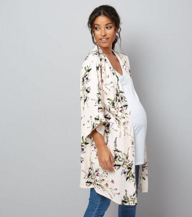 мода для беременных 2020-2021: блузка с принтом