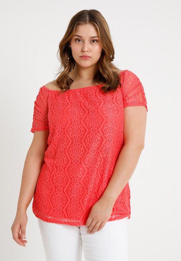 мода для полных: красная блузка