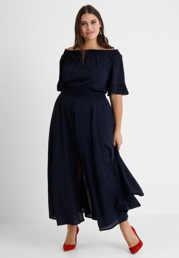 мода для полных 2018-2019: черное платье