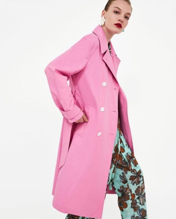 Модное розовое пальто в базовом гардеробе