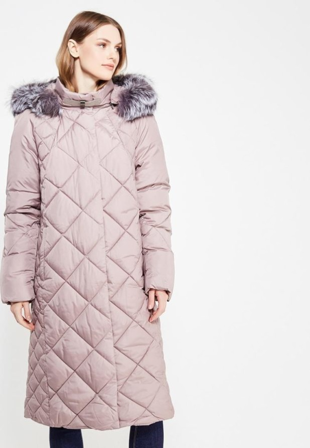 Модный розовый пуховик в базовом гардеробе
