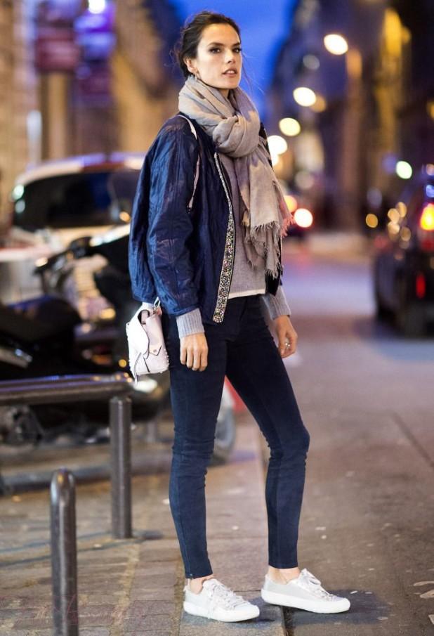 Как носить кроссовки с узкими джинсамискинни