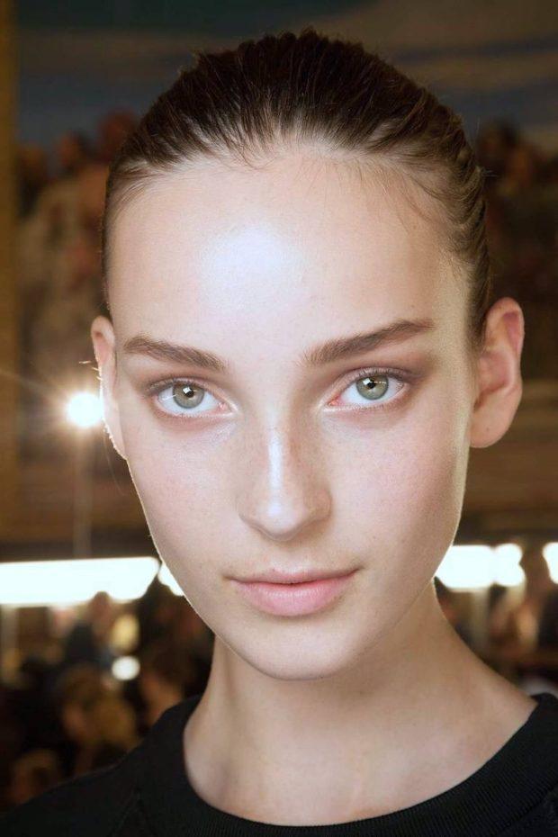 Модный макияж сияние кожи лето 2021