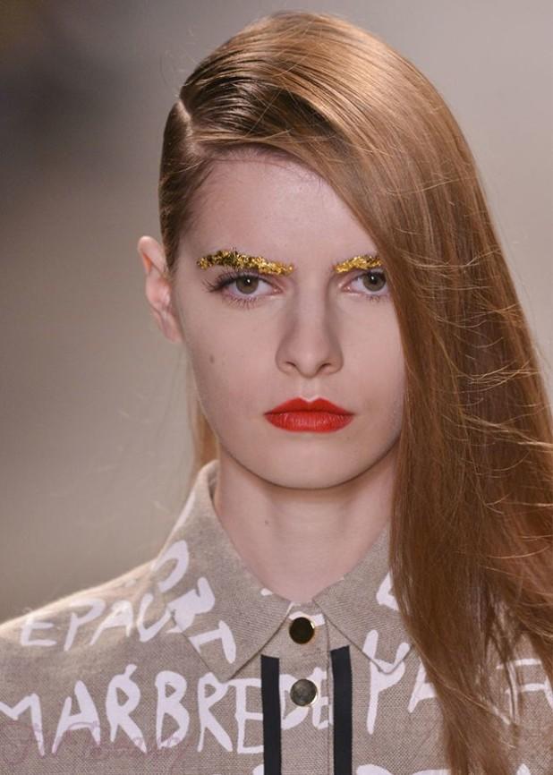 Модный макияжглиттерлето 2019