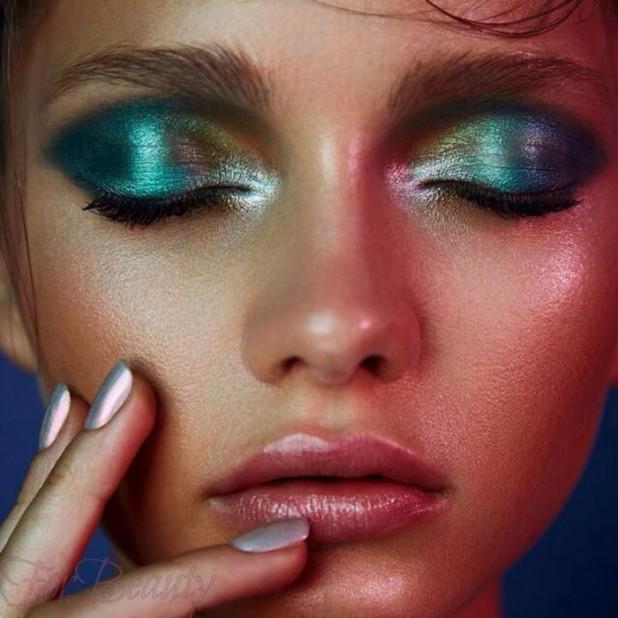 Модный макияжглиттерлето 2018