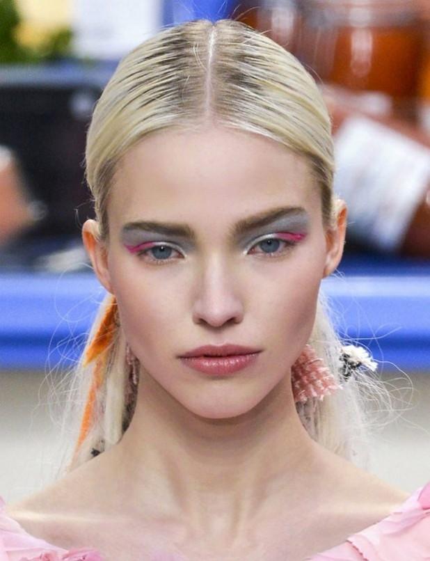 Модный макияж с металлическим эффектом лето 2019