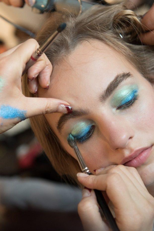 Модный макияж с металлическим эффектом лето
